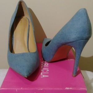 Shoe Republic Pointy Toe Denim Heel Size 11